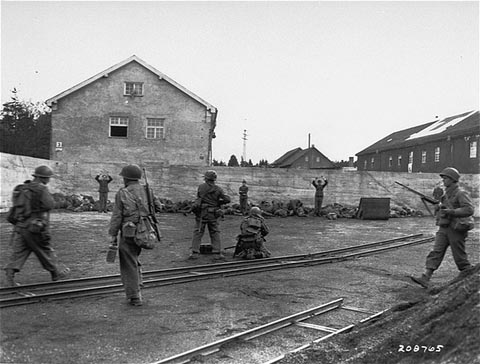 Dachau Ermordung deutscher Soldaten 29.April 1945.jpg