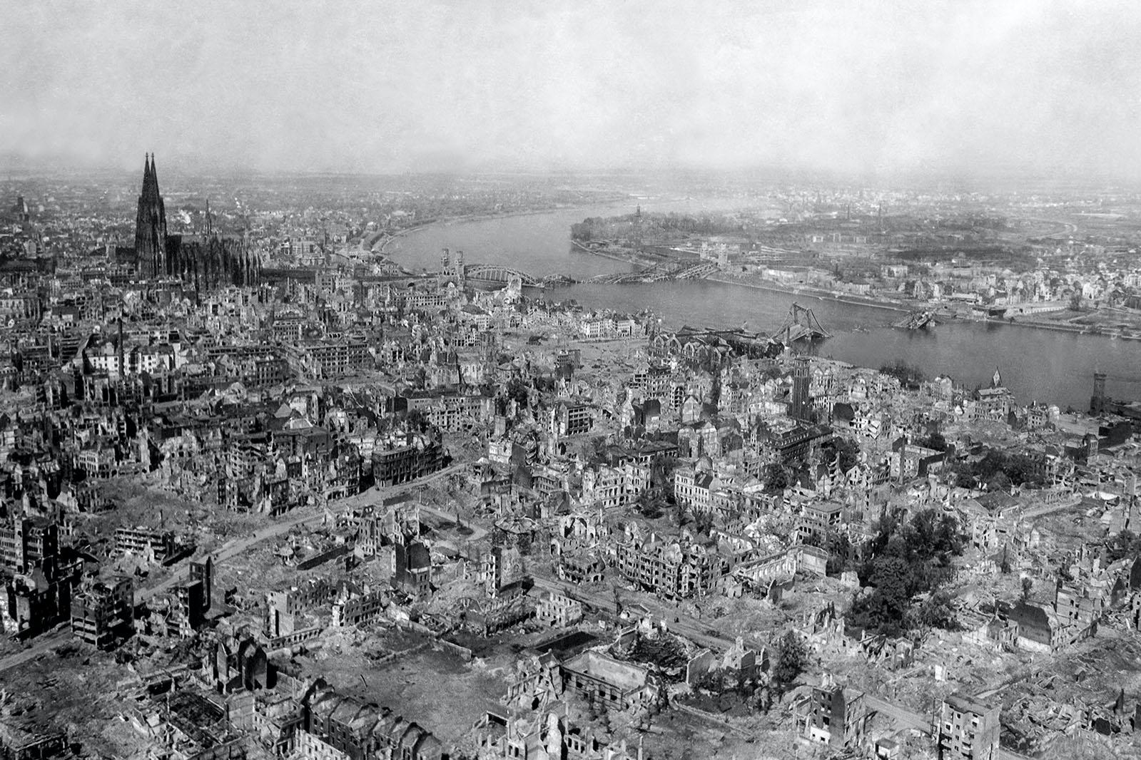 Datei:Koeln 1945.jpg
