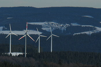 Schwarzwald - Blick vom Kandel nach Osten zu den Windrädern vor Neukirch.jpg
