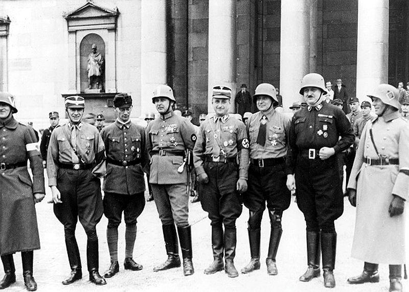 Datei:Ehemalige Freikorpsführer am 8. November 1933 bei den Feierlichkeiten zum 10. Jahrestag des Marsches auf die Feldherrnhalle.jpg