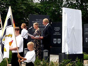 Einweihung der Gedächtnisstätte Guthmannshausen2, August 2014.JPG